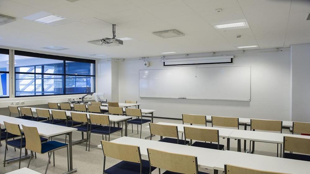 SN202 seminaarisali, PeeÄssä -Sali