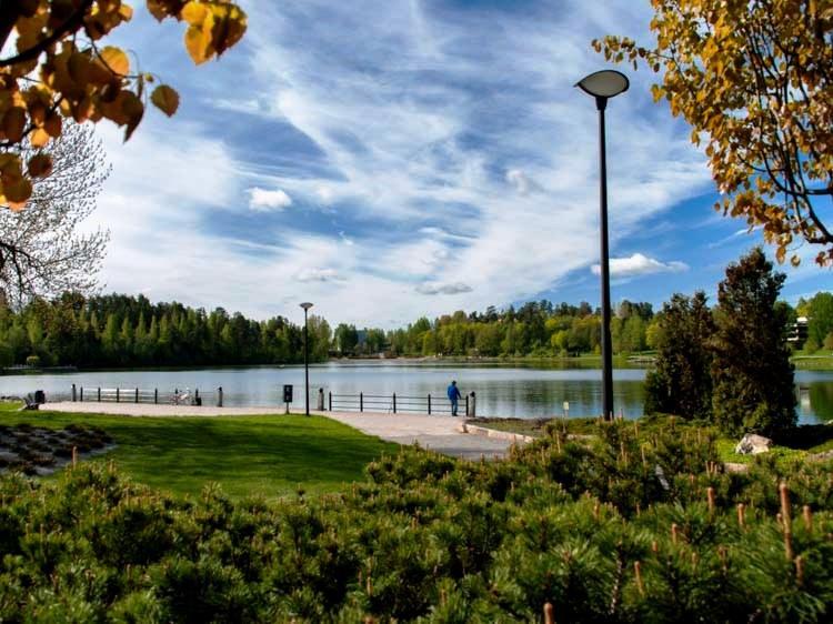 Valkeisenpuisto ja valkeisenlampi