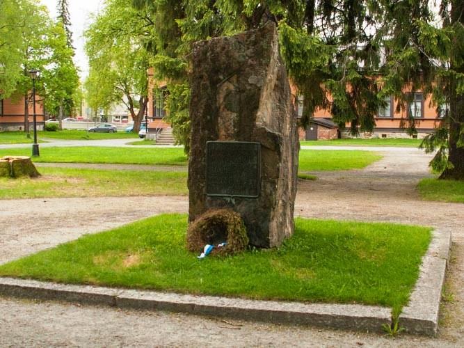 Kasarmialueen muistomerkit